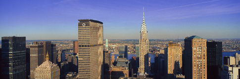 Vue aérienne panoramique du bâtiment de Chrysler et du bâtiment rencontré de la vie, Manhattan, horizon de NY Photographie stock libre de droits