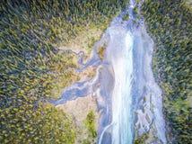 Vue aérienne parc national d'arc de rivière de tributaire, Banff, Alberta Image stock