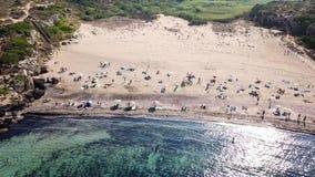 Vue aérienne renversante de plage de Calamosche en Sicile, Italie clips vidéos