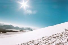 Vue aérienne s'élevante de voyage de glacier de paysage de montagnes Image libre de droits