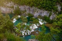 Vue aérienne scénique des cascades et de la voie Photo stock