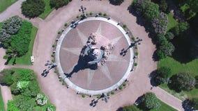 Vue aérienne supérieure de bourdon de la période tsariste d'empire russe de sculpture du 19ème siècle banque de vidéos