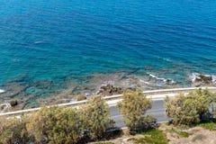 Vue aérienne sur la baie de la mer Méditerranée du mur de la forteresse de Rethymnon, île de Crète, Grèce images libres de droits