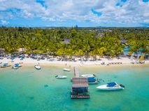 Vue aérienne sur la belle plage dans Trou Biches aux., Îles Maurice images libres de droits