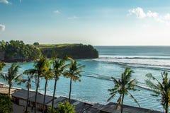 Vue aérienne sur la plage de Bali et la voie d'eau, l'OCÉAN INDIEN image stock