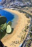 Vue aérienne sur la plage de Teresitas près de Santa Cruz de Tenerife sur les Îles Canaries, Espagne Photographie stock libre de droits