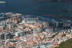 Vue aérienne sur la ville du Gibraltar de la réservation naturelle de roche supérieure Territoire d'outre-mer britannique photographie stock