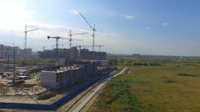 Vue aérienne sur le bâtiment de construction Travailleurs de chantier de construction, antenne, vue supérieure Vue aérienne de ch Images libres de droits