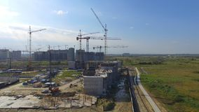 Vue aérienne sur le bâtiment de construction Travailleurs de chantier de construction, antenne, vue supérieure Vue aérienne de ch Image stock