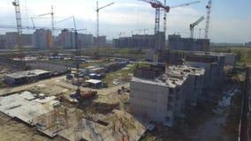 Vue aérienne sur le bâtiment de construction Travailleurs de chantier de construction, antenne, vue supérieure Vue aérienne de ch Image libre de droits