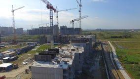 Vue aérienne sur le bâtiment de construction Travailleurs de chantier de construction, antenne, vue supérieure Vue aérienne de ch Photos libres de droits