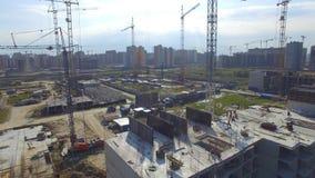 Vue aérienne sur le bâtiment de construction Travailleurs de chantier de construction, antenne, vue supérieure Vue aérienne de ch Photos stock