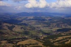 Vue aérienne sur les montagnes carpathiennes Image libre de droits