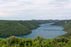 Vue aérienne vers le fjord de Limski de canal de Lim Photo stock