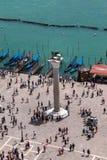 Vue aérienne Winged Lion Column et gondole à Venise - en Italie image stock
