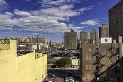 Vue abaissez de côté est et de Manhattan pont du dessus de toit Images libres de droits