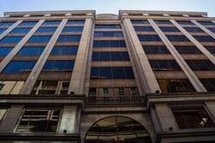 Vue abstraite d'un immeuble de bureaux photo libre de droits