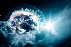 Vue abstraite de la terre dans les cieux nuageux Photographie stock libre de droits