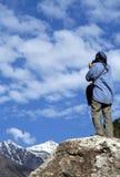 vue admirative de trekker Images libres de droits