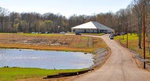 Vue aménagée en parc de l'établissement vinicole de bleus de delta images libres de droits