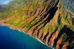 Vue aérienne de côte spectaculaire de Na Pali, Kauai Images libres de droits