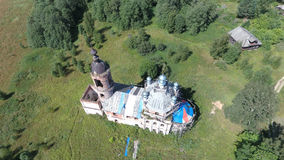 Vue aérienne de l'église de transfiguration dans le village de Brynchagi, Image stock
