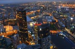 Vue aérienne de ville de Melbourne CBD à l'Australie de nuit Image stock