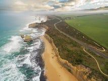 Vue aérienne des douze apôtres et de la grande route d'océan Image libre de droits