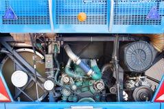 Vue arrière d'indise ouvert d'exposition de porte de couverture de moteur d'autobus pour le maintena Photographie stock libre de droits