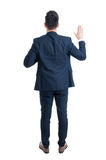 Vue arrière d'un avocat faisant un serment photo stock