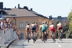 Vue arrière d'un groupe de cyclistes de triathlete Photo stock