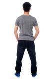 Vue arrière d'un homme dans les vêtements sport, tir intégral Photo libre de droits