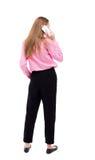 Vue arrière d'une femme parlant au téléphone vue de postérieur de personne Image stock