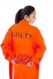 Vue arrière d'une jeune femme asiatique stockant un texte rouge d'AMOUR dans les prisonniers uniforme Image libre de droits