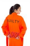 Vue arrière d'une jeune femme asiatique stockant un texte rouge d'AMOUR dans les prisonniers uniforme Photo libre de droits