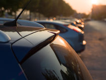 Vue arrière d'une voiture sur le coucher du soleil Image libre de droits