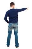 Vue arrière de diriger des jeunes hommes dans des jeans Image stock