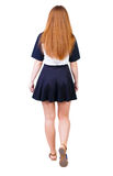 Vue arrière de femme de marche dans la robe belle fille rousse dedans Photo libre de droits