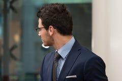 Vue arrière de jeune homme d'affaires In Office Photographie stock libre de droits