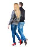Vue arrière de jeunes couples allants Images libres de droits