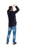 Vue arrière de l'homme A soulevé son poing dans le signe de victoire Photo libre de droits