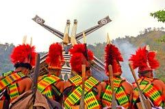 Vue arrière de la séance de tribu de Naga. Images libres de droits