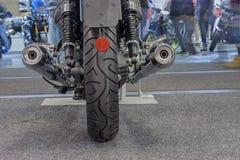 Vue arrière de nouvelle moto, photo d'intérieur Photos stock