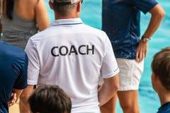 Vue arrière des entraîneurs de sport images libres de droits