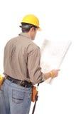 Vue arrière des plans du relevé d'ouvrier Image stock