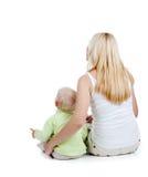 Vue arrière du montage de mère et de fils ensemble Photographie stock libre de droits