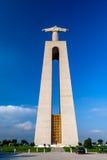 Vue arrière du sanctuaire de Cristo-Rei dans Almada Photos stock