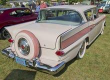 Vue arrière du randonneur 1959 rose Photos stock