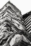 Vue ascendante de la cheminée en pierre Photos libres de droits