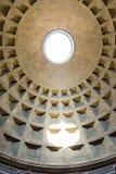 Vue ascendante du trou /oculus/, Rome, Italie de dôme de Panthéon Photos libres de droits